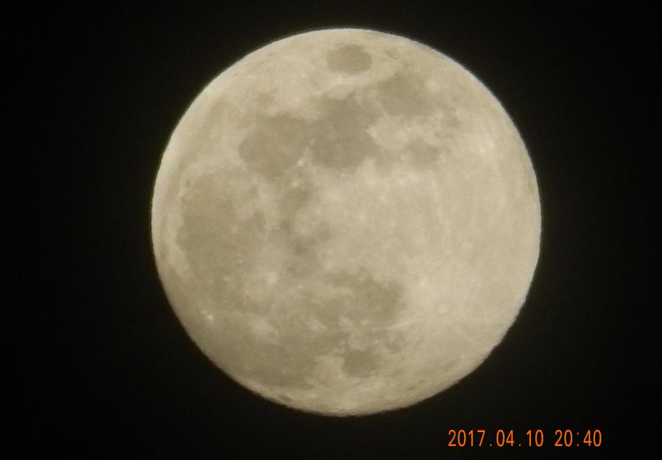 明日(4/11)は満月