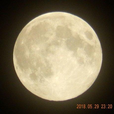 盆のような月